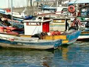 Falta de chuvas prejudica pescadores de Macaé, no RJ - Quem tira o sustento do rio que dá nome a cidade não tem conseguido capturar peixes de água doce. Com isso, os pescadores precisam ir para o mar.