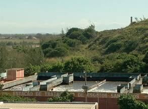 Empresa realiza análise de tanque de esgoto de Arraial do Cabo, no RJ - Relatório concluiu que água está dentro dos níveis permitidos.
