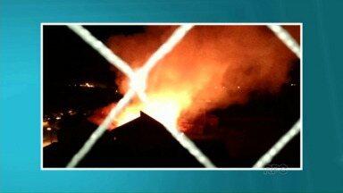 Polícia investiga incêndio em Cianorte - O incêndio foi ontem à noite em um barracão abandonado na cidade. Ninguém ficou ferido.