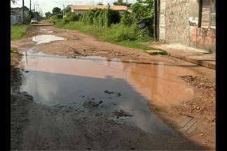 Moradores reclamam de alagamentos em rua no Icuí - População denuncia falta de saneamento na rua Leonardo Silva.