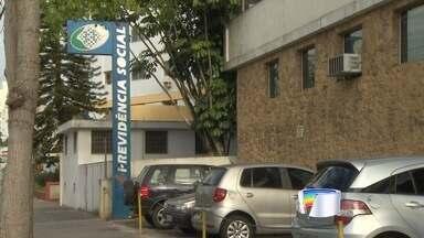 Greve dos funcionários do INSS completa duas semanas na região - Em São José, muita gente perdeu a viagem nesta terça-feira (21) indo até o INSS.
