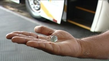 Ônibus não saem, e mais um veículo é apedrejado na Grande Florianópolis - Ônibus não saem, e mais um veículo é apedrejado na Grande Florianópolis