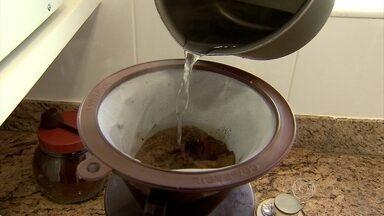Casa Fácil ensina receita para um café saboroso - A bebida agrada muitas pessoas. Uns preferem o sabor mais forte, outros, mais doce. Veja dicas para não errar na hora de preparar o bom cafezinho.