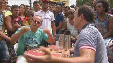 Caldinho do Tiago escuta a opinião da torcida em São Lourenço da Mata - Na cidade da Arena Pernambuco, torcedores falam sobre os jogos de Santa Cruz, Náutico e Sport no Campeonato Brasileiro