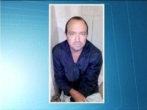 Pai e filho são presos suspeitos de latrocínio em Ipatinga - PM apreendeu uma submetralhadora, munição, drogas e dinheiro.