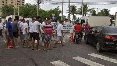Mercado dos Peixes provisório volta a funcionar após protesto de permissionários - Manifestantes pediram agilidade na construção de novo mercado.