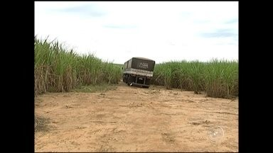 Dois motoristas de caminhão foram sequestrados em Araçoiaba da Serra - Os dois caminhoneiros passaram momentos de tensão e medo. Eles foram sequestrados em um posto de combustíveis em Araçoiaba da Serra(SP) e levados pelos bandidos até Alambari (SP), na região de Itapetininga (SP). A polícia procura pelos criminosos.