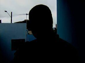 'Pensei que ia morrer', diz taxista vítima de sequestro no Agreste de PE - 'Disseram que iriam tocar fogo no carro comigo dentro', enfatizou a vítima. Ele foi abordado em Bezerros encontrado no sábado (18) em Garanhuns.