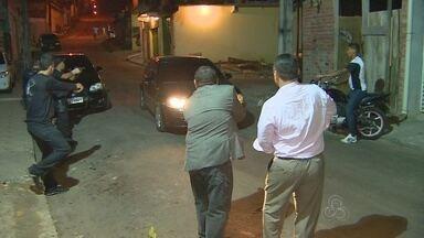 Após série de mortes, polícia realiza operação contra crimes em Manaus - Reforço da fiscalização ocorreu em zonas onde mortes foram registradas. Capital registrou 35 homicídios entre a noite de sexta e manhã de segunda.