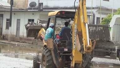 Ruas de Nova Olinda do Norte recebem ações de limpeza - Cidade foi afetada pela cheia do primeiro semestre de 2015.