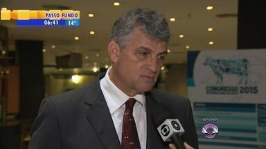 Congresso discute situação do Leite no RS, após denúncias de adulteração - Presidente do Instituto Gaúcho do Leite falou sobre o assunto.