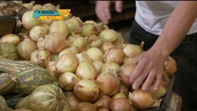 Depois do tomate, a cebola é a nova vilã do preço alto - Consumidores estão tendo que encontrar alternativas para substituir o produto, cujo preço nas gôndolas já passa de R$ 8 o quilo.