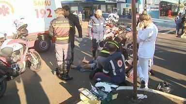 Motociclista morre após bater contra placa de sinalização em Ribeirão Preto, SP - O acidente aconteceu no cruzamento das avenidas Independência e Nove de Julho na manhã desta quarta-feira (29).