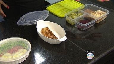 Marmita é opção saudável e econômica para o almoço - Nutricionista explica como montar pratos ricos em nutrientes, e como conservar melhor os alimentos.