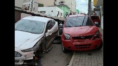 Sete carros se envolvem em acidente no centro de Santa Maria - A colisão foi na esquina das ruas Barão do Triunfo e Olavo Bilac