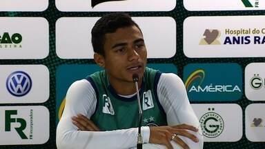 Como? Murilo tenta explicar má fase do Goiás - Meia-atacante tem dificuldade para comentar fase do time no Campeonato Brasileiro.