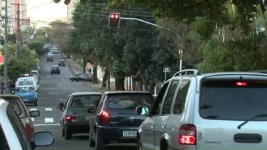 Novo semáforo começa a funcionar em Londrina - Ele foi instalado na esquina da rua Brasil com Bolívia, na Vila Ipiranga.