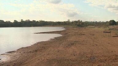 Morro Agudo amplia racionamento e população fica sem água por 12 horas - Nível do reservatório que abastece a maior parte da cidade está muito baixo por causa da estiagem.