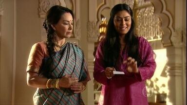Kochi e Maya escolhem os presentes da família da noiva de Komal - Pandit deixa Maya preocupada ao saber que o sacerdote já tem um pretendente em vista para ela