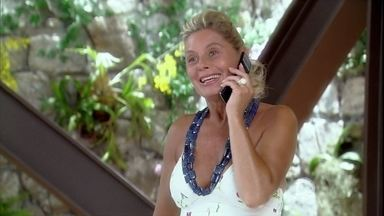 Chiara convida Murilo para jantar com ela - Ela conta que está organizando a inauguração de sua loja