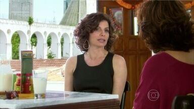 Sílvia desabafa com Aída sobre Raul - Ela diz que Yvone foi a melhor coisa que lhe aconteceu e Aída estranha a boa vontade da amiga de Sílvia