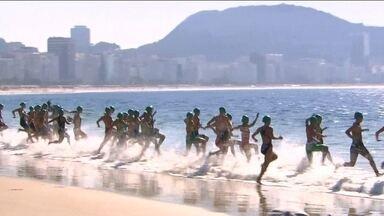 Desafio Internacional de Triatlo acontece em Copacabana, no Rio de Janeiro - Evente serve como teste para os Jogos de 2016.