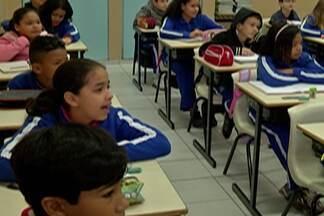 Alunos das redes estadual e municipal voltam às aulas nesta segunda-feira - Em Suzano, 82 escolas municipais reabriram as portas para os alunos.