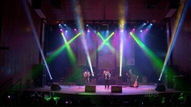 Primeiro Festival Gospel de Maringá anima platéia - Músicos apresentaram canções no teatro Calil Haddad