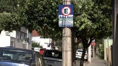 Santa Cruz e Boa Vista em Rio Preto passam a ter cobrança da Área Azul - Começou a valer nesta segunda-feira (3) a nova Área Azul em Rio Preto (SP). Agora, além de ter que pagar pelo estacionamento rotativo no centro da cidade, a taxa também será cobrada nos bairros Santa Cruz e Boa Vista.