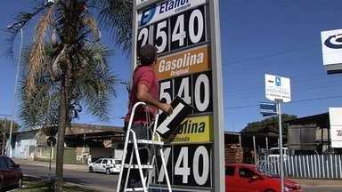 Postos são notificados sobre decisão para reduzir preços dos combustíveis - Alguns estabelecimentos já estão vendendo gasolina e etanol mais baratos.