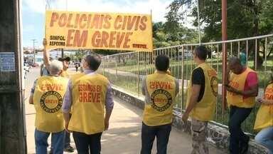 Policiais civis entram em greve por tempo indeterminado no Maranhão - Segundo o sindicato da categoria, apenas 30% do efetivo estão trabalhando para garantir o serviço essencial nas delegacias. Entre as reivindicações estão melhorias salarial e de estrutura de trabalho.