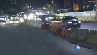 Avenida ACM terá três faixas interditadas por causa de obras do metrô - Medida vale a partir desta segunda (03) até o dia 11 de agosto, sempre das 23h às 04h.
