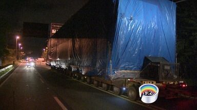 Rodovia dos Tamoios é interditada para passagem de carga especial - Interdição será feita no trecho de serra.