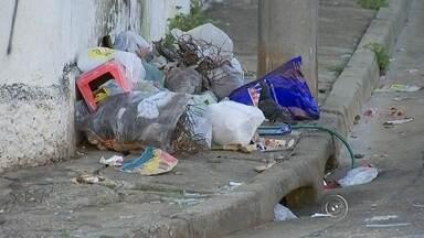 Recém-nascido é encontrado morto em saco de lixo em Sorocaba - Um bebê recém-nascido foi encontrado morto dentro de um saco plástico nesta segunda-feira (3), em Sorocaba (SP). O menino, que ainda estava com o cordão umbilical, estava em meio a vários sacos de lixo, em uma esquina no bairro Barcelona, na Zona Leste.