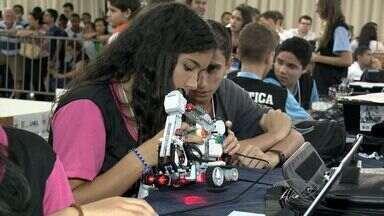 Alunos de escolas públicas particulares participam de olímpíada robótica, no ES - Eles participaram de competição que reuniu bastante trabalhos.