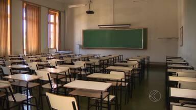 Alunos da UFSJ voltam às aulas durante greve dos técnicos administrativos - Instituição decide manter calendário acadêmico no segundo semestre em São João del Rei. Universidade Federal de Viçosa também retoma atividades.