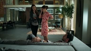 Angel destrata Alex após atentado - O todo-poderoso é destratado na frente de Carolina, despertando ainda mais a desconfiança da mãe da modelo