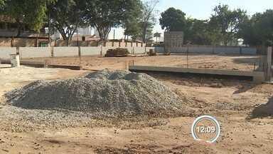 Moradores cobram obras em poliesportivo do Parque Industrial em São José, SP - É a quinta vez que obra no local é cobrada.