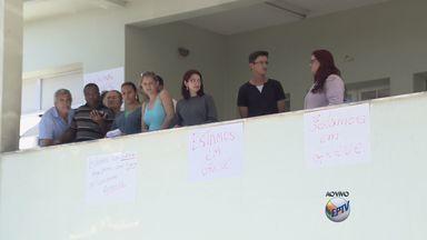 Servidores do posto de saúde do bairro São João, em Pouso Alegre (MG), entram em greve - Servidores do posto de saúde do bairro São João, em Pouso Alegre (MG), entram em greve