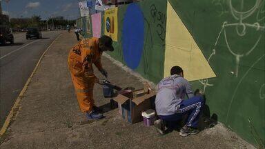 Detentos dão cores às ruas em projeto de grafiteiros em Fortaleza - Prédio da OAB recebe cores.