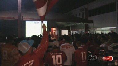 Torcida do Vila Nova acompanha empate na sede do clube - Colorados comparecem ao OBA e torcem na partida contra o Cuiabá.