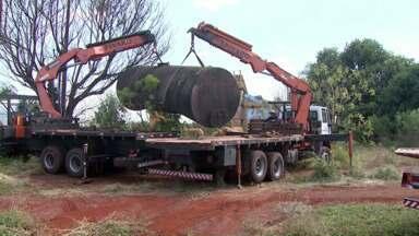 Tanques que armazenavam piche serão retirados da antiga usina de asfalto - Em maio o piche armazenado nos tanques vazou e por pouco não causou um desastre ambiental.