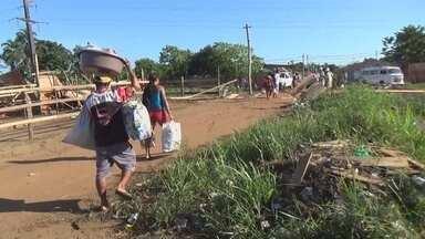 Polícia retira família de área invadida em Manacapuru - Houve tumulto no local; Cerca de 600 famílias ocupavam área de forma irregular.