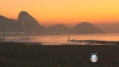 Copacabana receberá vôlei de praia, triatlo e maratona aquática nas Olimpíadas do Rio - Em um ano, o Rio de Janeiro terá a honra de receber o maior evento esportivo do planeta. Dez mil atletas, de 206 países, chegam à cidade com o sonho de uma medalha.