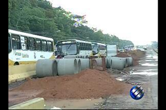 Motoristas devem buscar rotas alternativas para fugir de trânsito na av.Augusto Montenegro - Obras do BRT deixam trânsito lento na avenida.