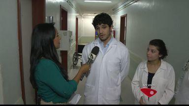Estudantes estrangeiros conhecem a Santa Casa de Vitória - Sete estudantes estrangeiros participando de um intercâmbio que vai durar um mês. São alunos de medicina do Egito, Tunísia, França, Rússia, e Dinamarca.