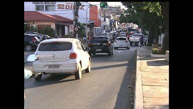 Trânsito piora em horário de pico - Cada vez mais as pessoas estão comprando carros e motos, e o transito em Santarém está cada vez mais agitado.
