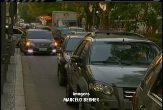 Falta de estacionamento no Centro Histórico de Petrópolis, RJ, incomoda turistas - Estacionamento particular tem sido opção para o problema.