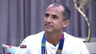 Vanderlei Cordeiro de Lima relembra quando foi agarrado por torcedor anônimo em maratona - 'Pensei em sair da situação e voltar para a prova', conta o maratonista