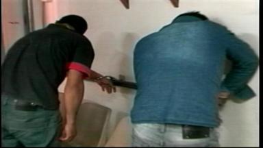 Duas pessoas são presas por tráfico de drogas em Uruguaiana, RS - Polícia chegou até a dupla através de uma denúncia anônima.